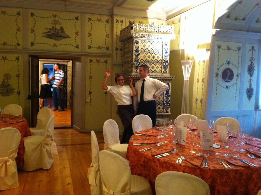 conte martini tavoli allest.1 1024x765 - Catering für Veranstaltungen