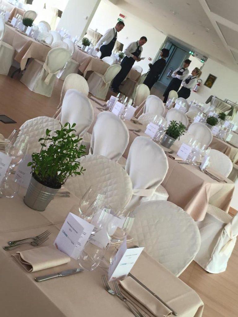 tavolo rettangolare 7 768x1024 - Catering für Hochzeiten